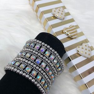 Jewelry - Cuff in Iridescent crystals 💖stretch bling NEW